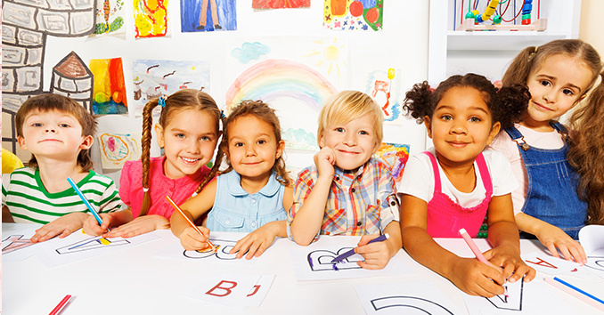 Group of young children at a table drawing