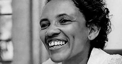 M. Athalie Range fue la primera mujer afroamericana en servir en la Comisión de la Ciudad de Miami.
